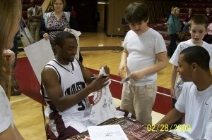 Marcus Hammond signing autographes for the future Cougar Hopefuls!